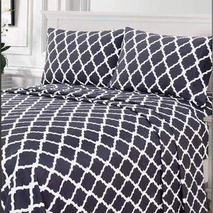 ✨SALE✨Twin 3pc Charcoal Arabesque Bedsheets